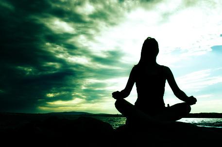 瞑想する人 7-17